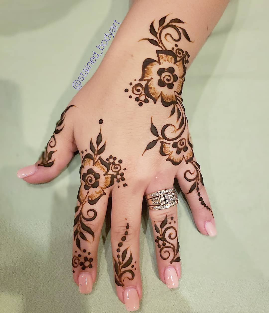 Gulf style natural henna design mehndi art mehendi also best designs images rh pinterest