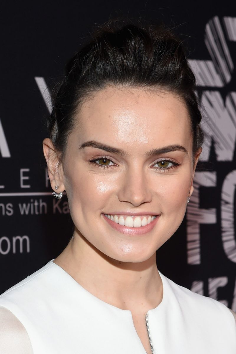Daisy Ridley Attends The Star Wars Force 4 Fashion In Nyc Daisyridley Actrice Beaute