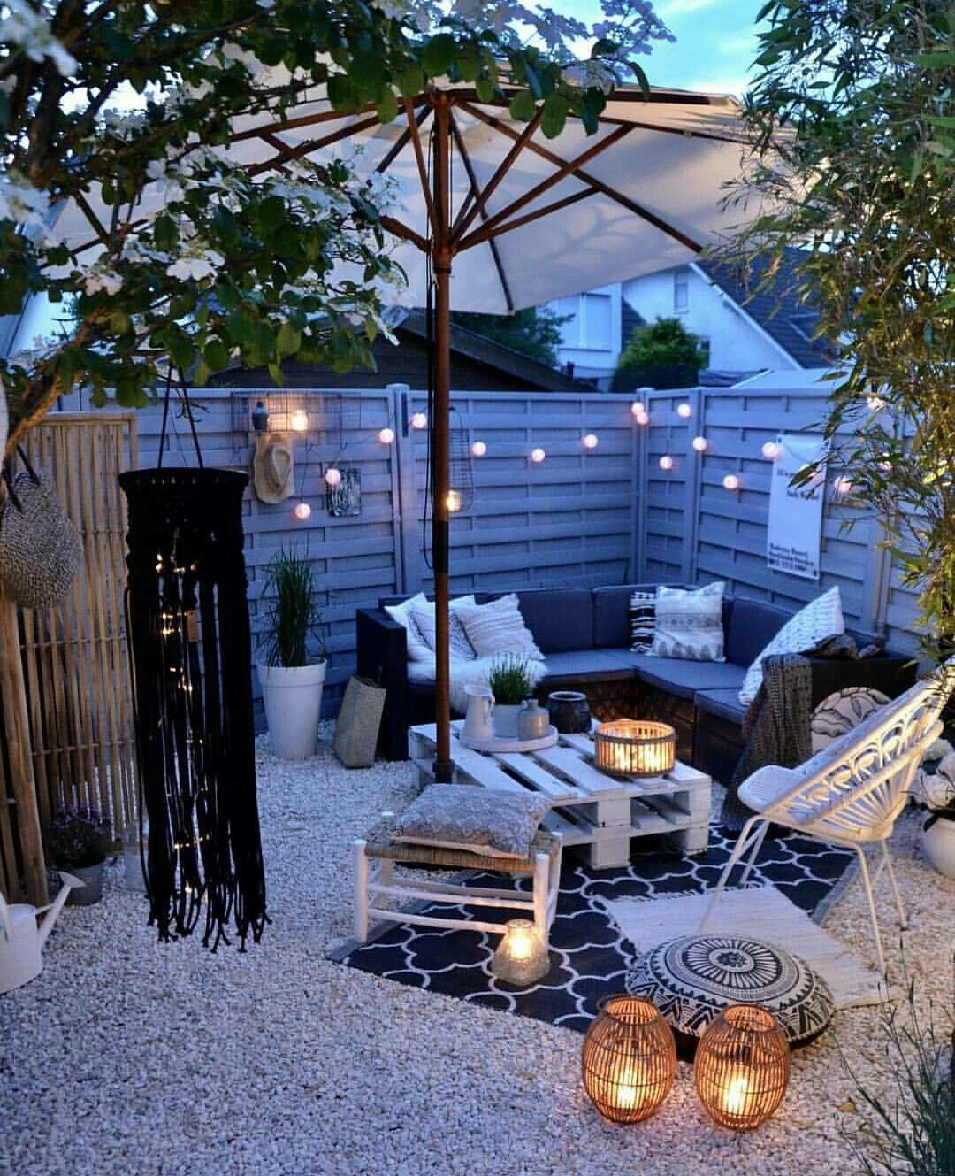 Palette; jardin; exterieur; salon de jardin | In the night garden ...