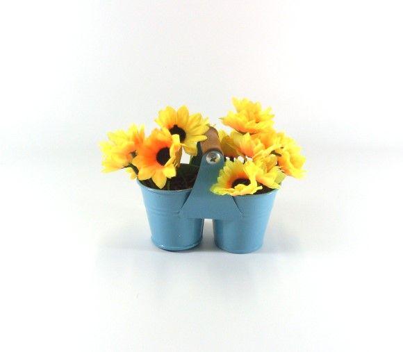 Arranjo de girassol permanente em mini baldinho duplo de metal.    Ideal para decorar qualquer ambiente com um lindo arranjo!...