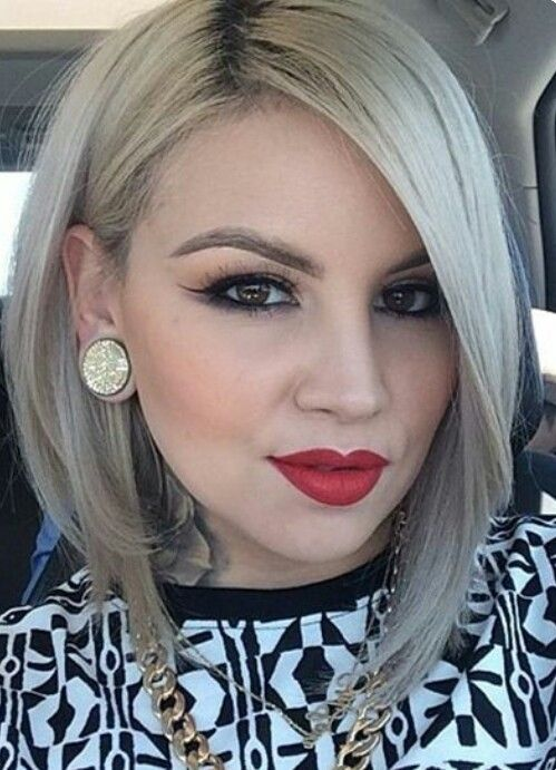 loving hairstyle and red lips