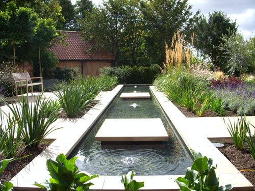 Garden Rill With Floating Stone Steps Design By Sue Townsend Via Www Karensgarden Contemporary Garden Design Contemporary Garden Water Features In The Garden