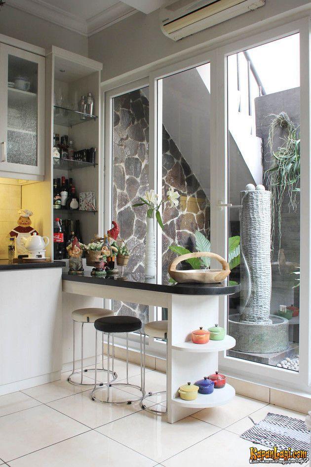 Nyaman Asri Sudut Ruangan Digunakan Untuk Menempatkan Bar Stools Yang Berhadapan Mini Fountain Di Bagian Taman Belakang Dapur Idaman Ruangan Bar