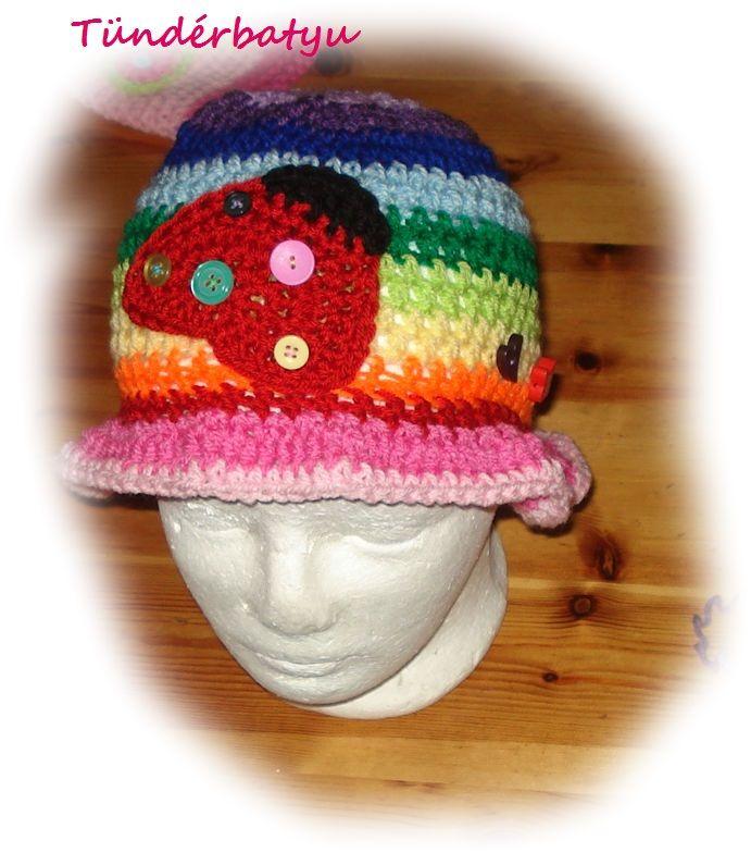 Rainbow hat with ladybug http://www.meska.hu/Shop/index/17790 https://www.facebook.com/tunderbatyu/