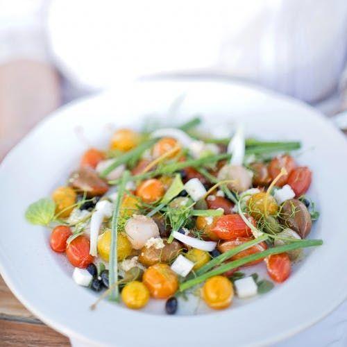 Salade chaude de tomates à la feta, à la poêle   Recette ...