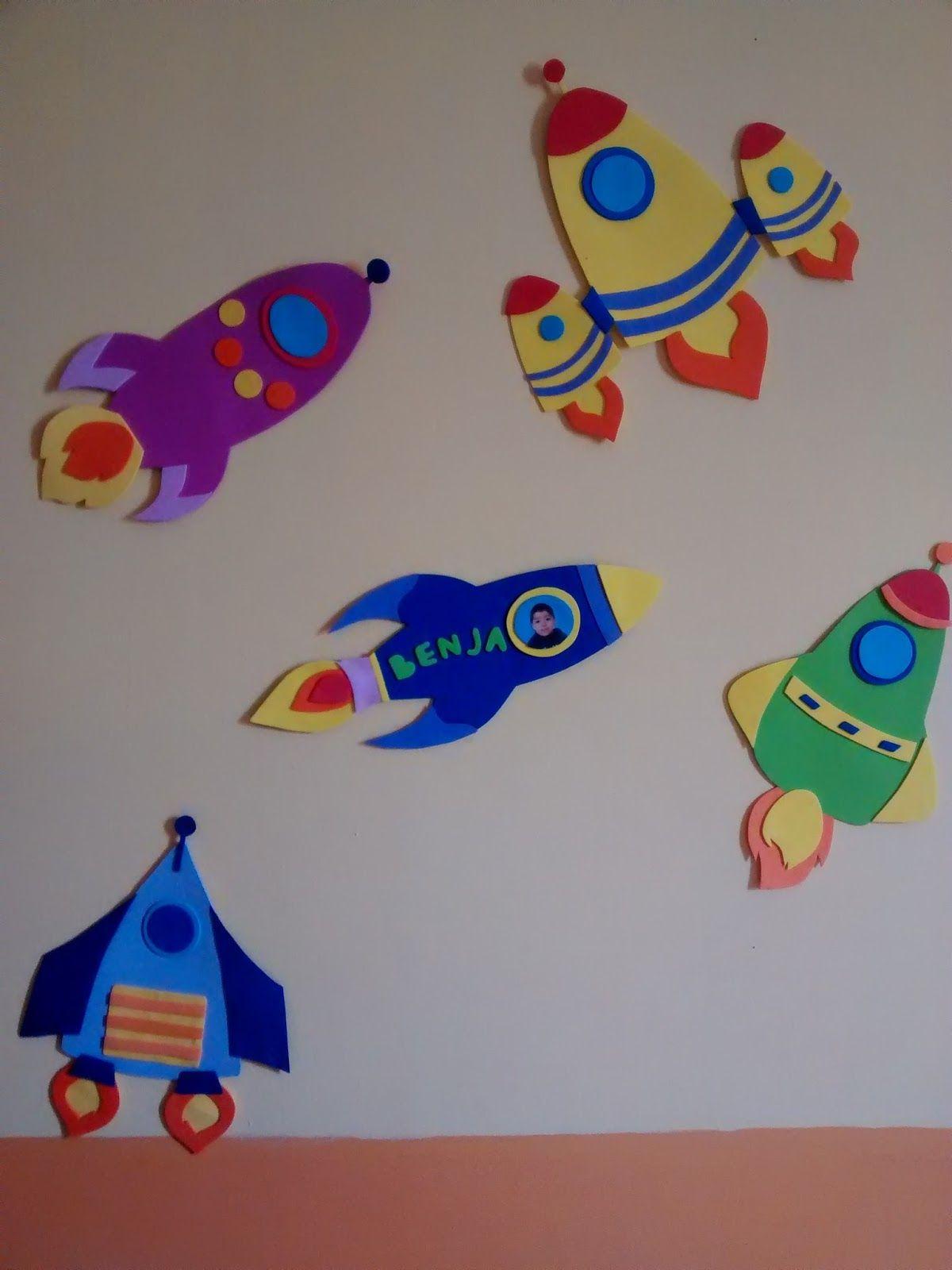 Incre bles nave espaciales de goma eva para la habitaci n - Decorar paredes infantiles con goma eva ...