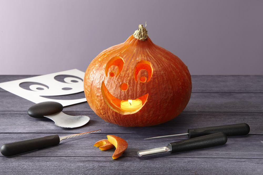 halloween k rbis einfach schnitzen mit dem obst und. Black Bedroom Furniture Sets. Home Design Ideas