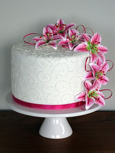 wedding cake with tiger lilies stargazer cake with tiger lilies mayhaps future 26974