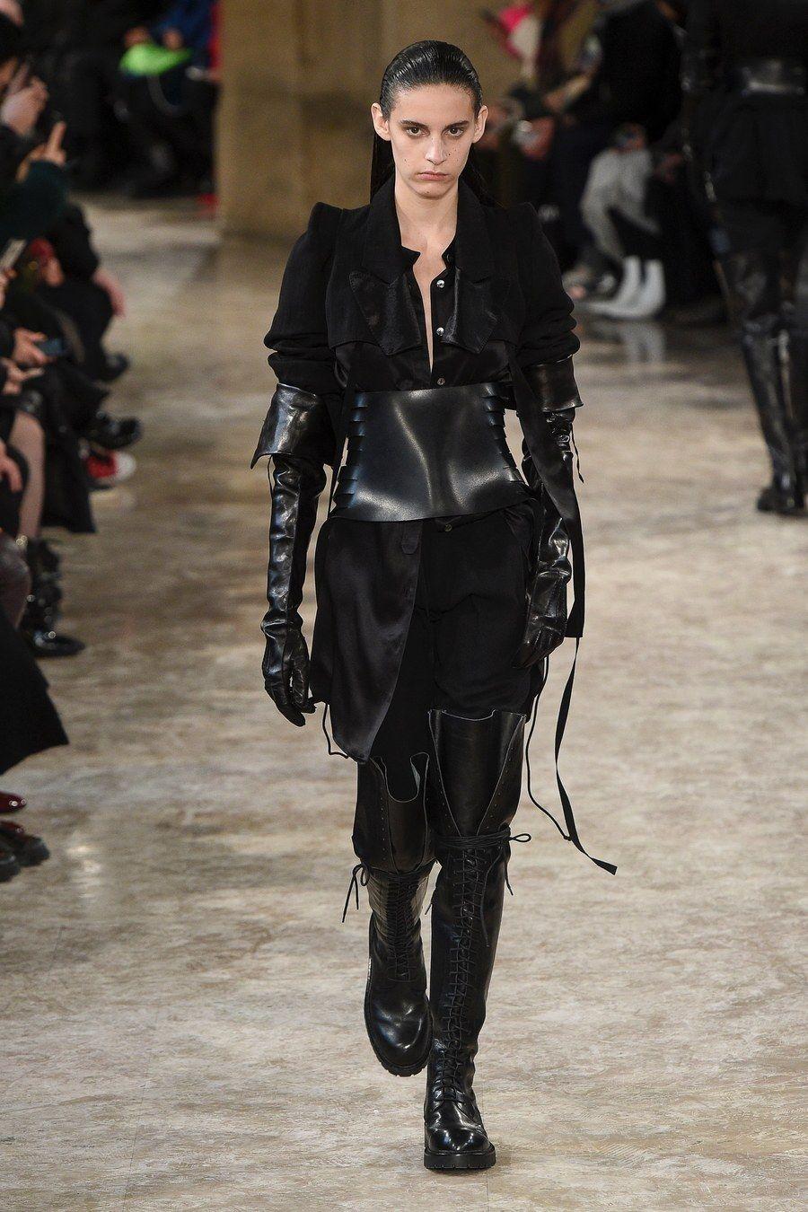 Ann Demeulemeester Fall 2018 Ready-to-Wear Fashion Show