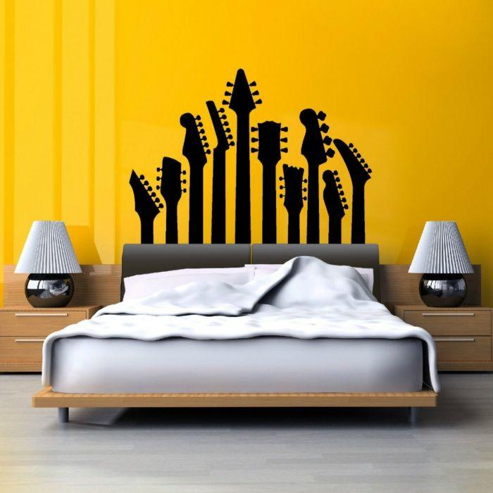 1001 ideas de vinilos decorativos para tu interior for Guitarras para ninos casa amarilla