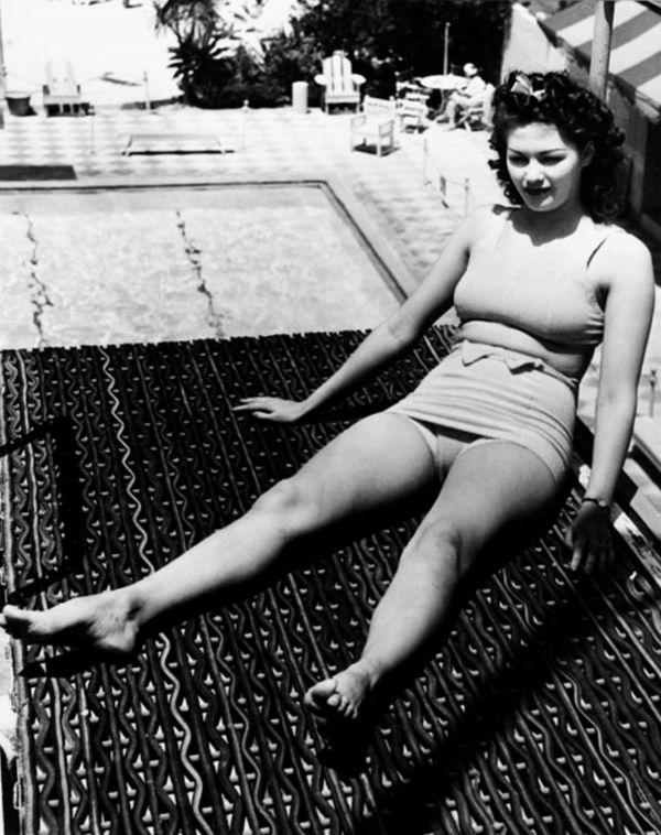 Yvonne De Carlo Measurements