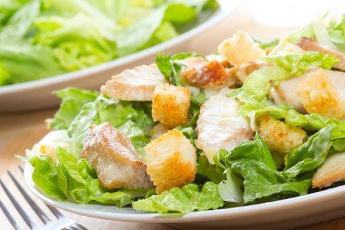 طريقة عمل سلطة سيزر الدجاج بتتبيلة سمك الأنشوفى Caesar Salad Salad Party Cooking