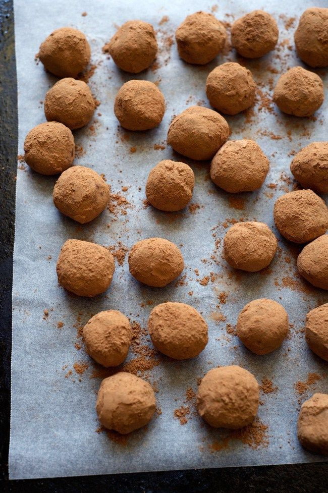 Cardamom and Orange Dark Chocolate Truffles | Easy, vegan chocolate truffles for festive decadence! Gluten free.
