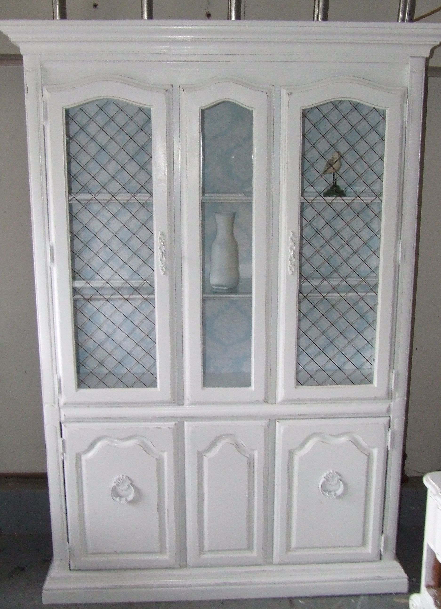 Antique white distressed vintage hutch with mesh door fronts...or without? Can & Antique white distressed vintage hutch with mesh door fronts...or ... Pezcame.Com