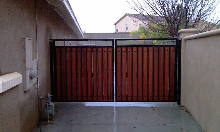 Metal And Wood Side Gate 12 Foot Double Door Gate 2 Square Tube Welded Frames 1 Square Uprights Handmade M Side Gates House Exterior Exterior Design