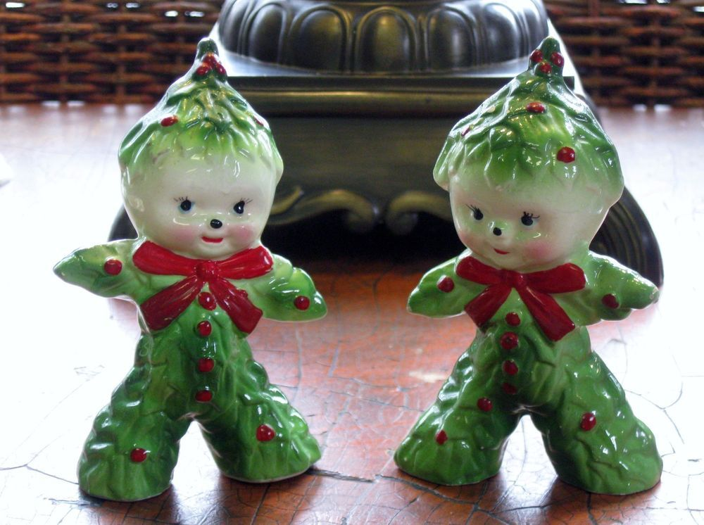 VINTAGE 1950s KREISS HOLLY CHRISTMAS TREE SALT AND PEPPER SHAKERS FIGURINES