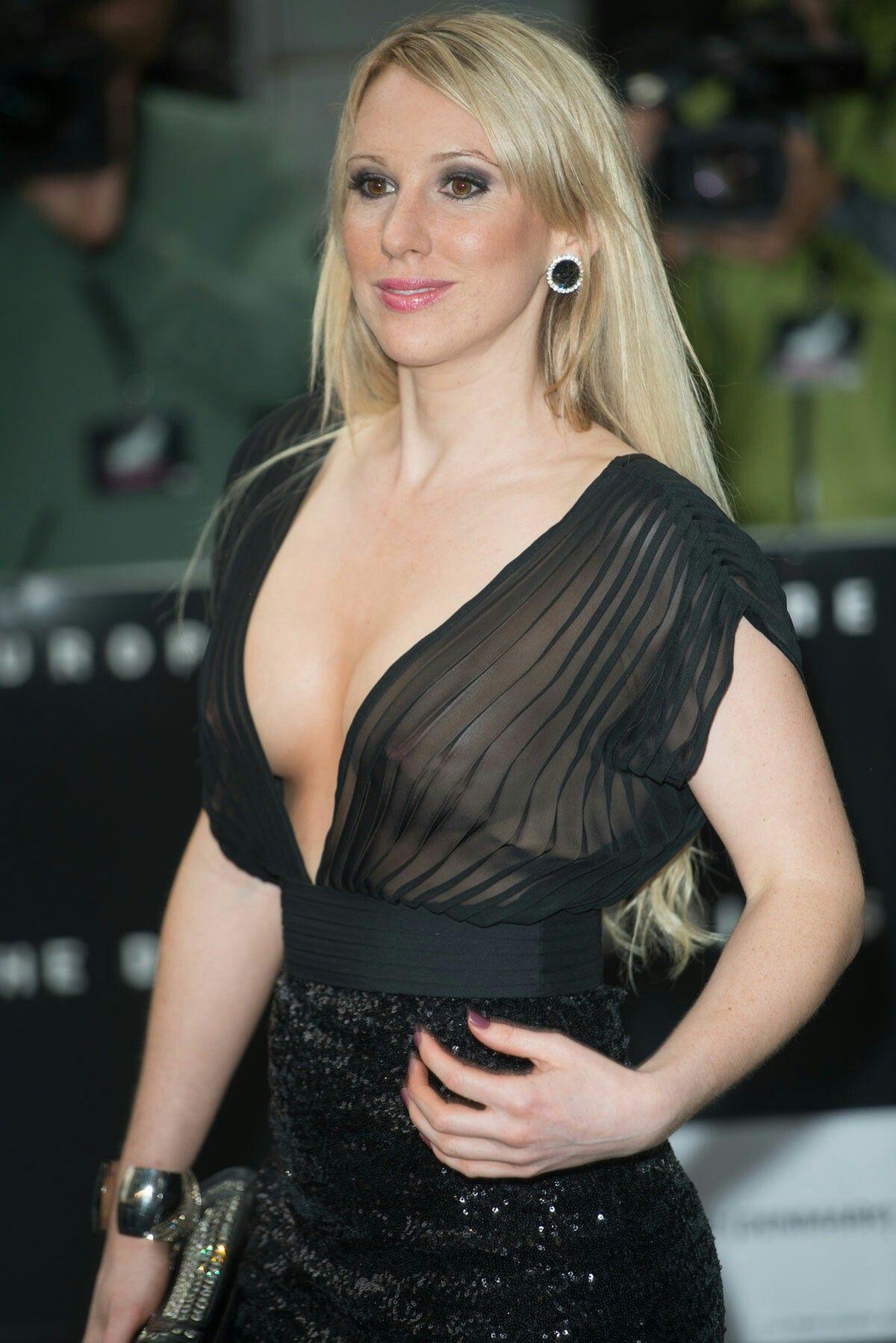 Celeb Paris Hilton naked pics, oops!. Photo #2.