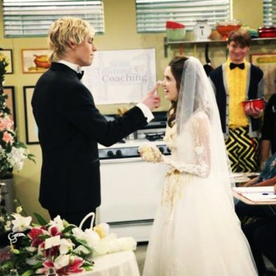 Untitled Aww I Can T Wait For This Episode It S To Adorable Austin And Ally Tv Show Couples Cute Celebrity Couples