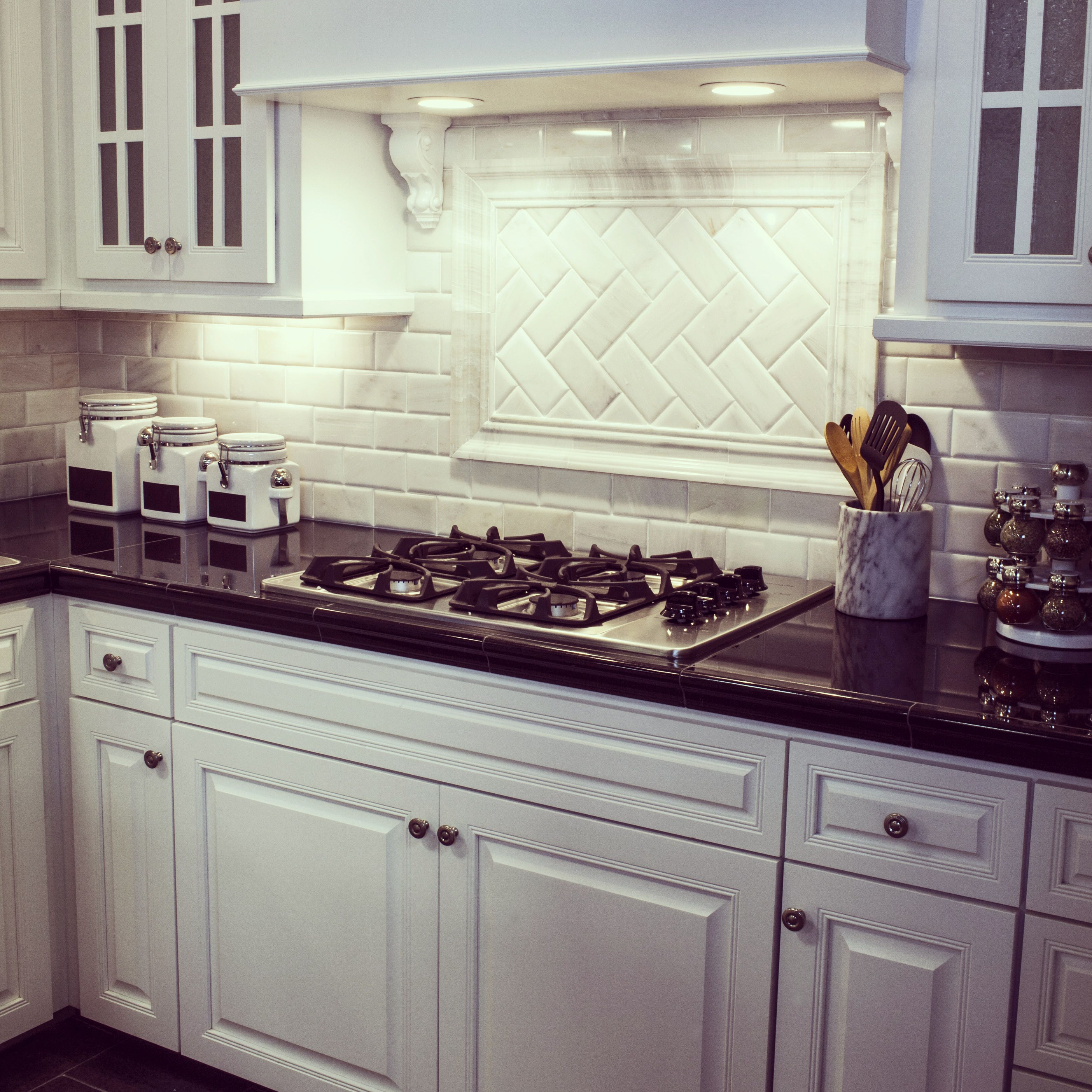 Traditional Kitchen Backsplash Ideas: A Traditional Design In The Kitchen: Carrara Subway Tile