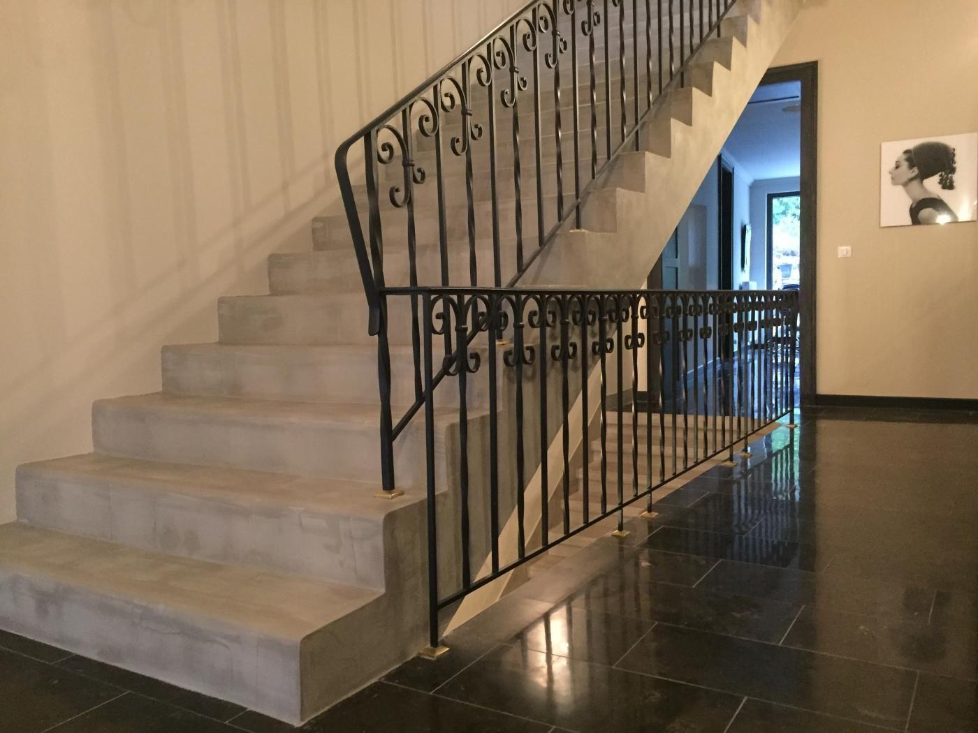 Revetement Escalier Béton : escaliers beton cir sofia escalier escalier beton cir escalier beton et revetement escalier ~ Nature-et-papiers.com Idées de Décoration
