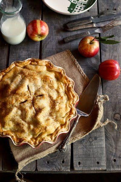 El Sabor Del Otoño Al Más Puro Estilo Thanksgiving Day La Mejor Tarta De Manzana Recetas Con Manzana Pasteles De Manzana Acaramelada