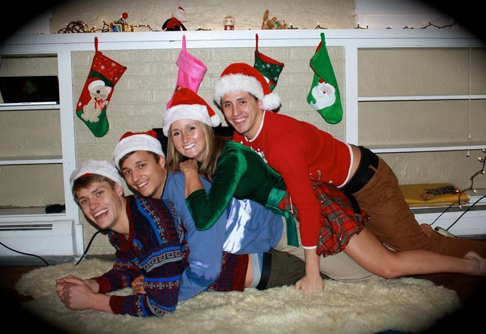 Christmas Gift For Roommates.Roomie Christmas Greetings Awkward Holiday Photos
