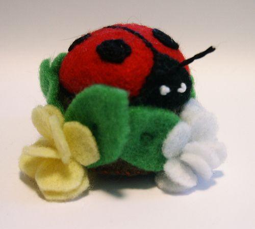 How to: ladybug pincushion