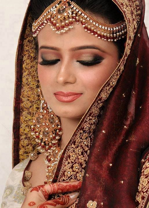 http://haveastyle.com/wp-content/uploads/2014/09/New-Pakistani-Engagement-Make-up-Gallery-2014-4.jpg