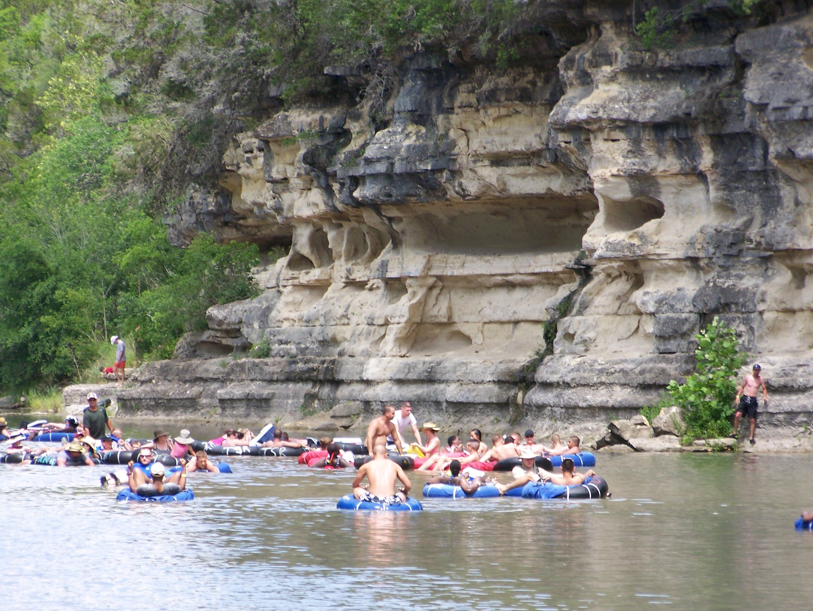 Tubing guadalupe river 4th crossing canyon lake texas for Floating the guadalupe river cabins