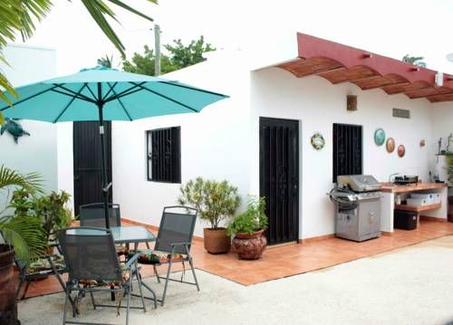 Casa Kimberley B&B Rincon de Guayabitos Offering a year-round outdoor pool and barbecue, Casa Kimberley B&B is set in Rincon de Guayabitos in the Nayarit Region. Free WiFi is available throughout the property and private parking is available on site.