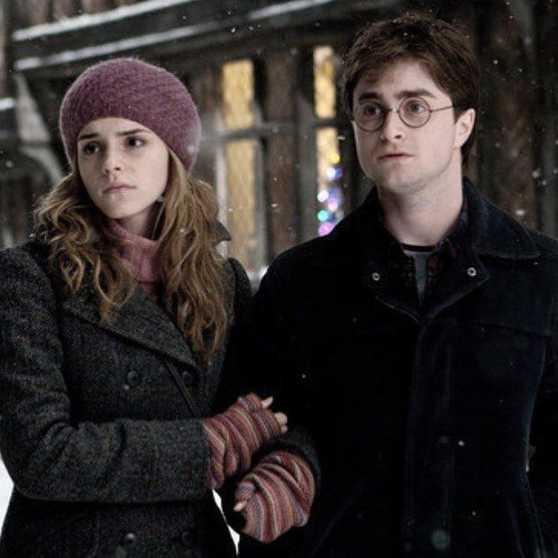 Hermione and Harry in Godric's Hollow   Harry potter, Harry y ...