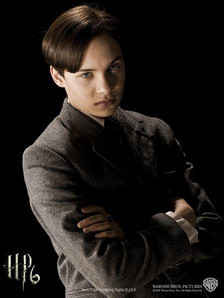 Tom Riddle/frank dillane