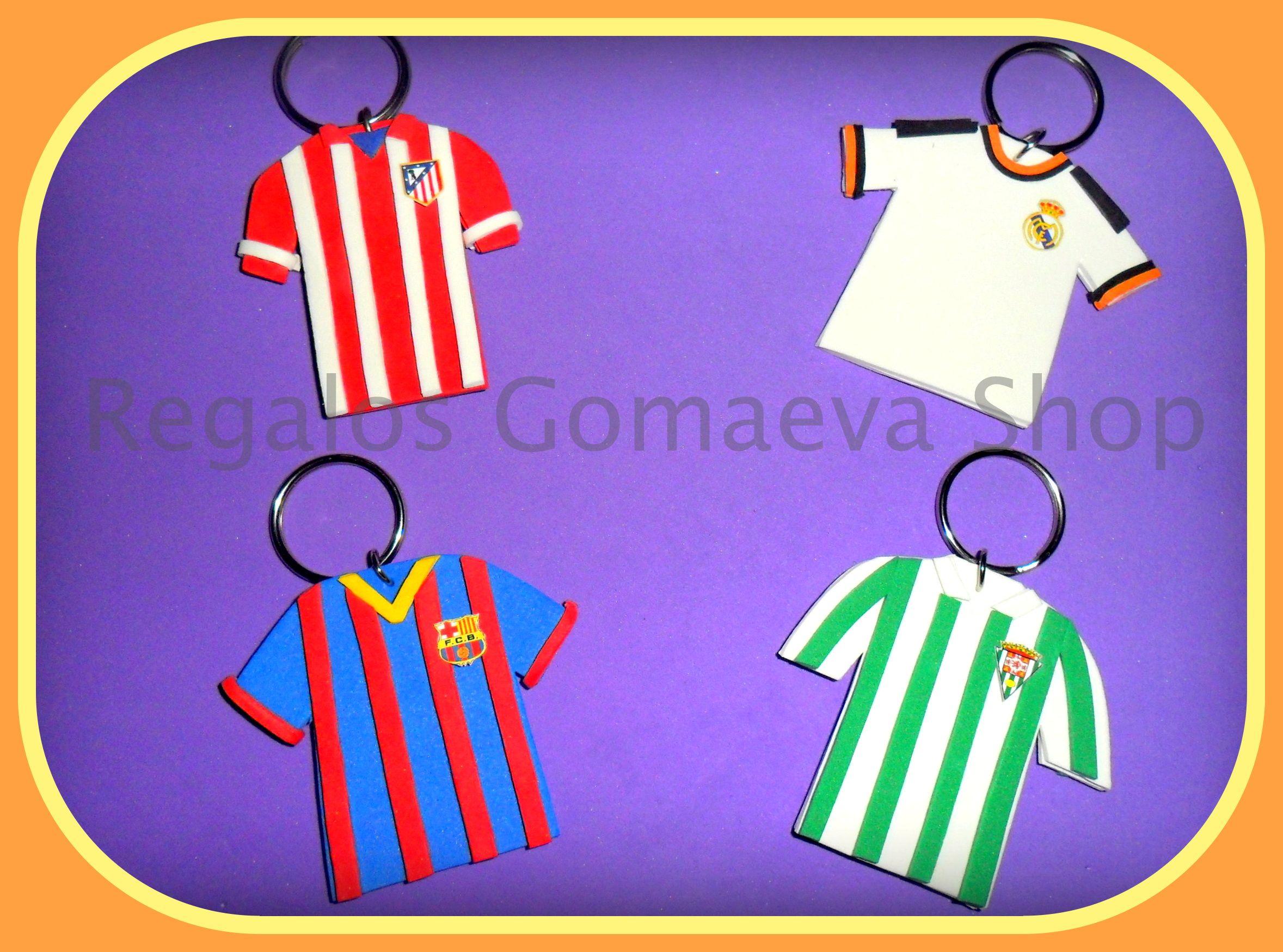 Llaveros con forma de camiseta de fútbol. Disponibles del Real Madrid 2572a081eae