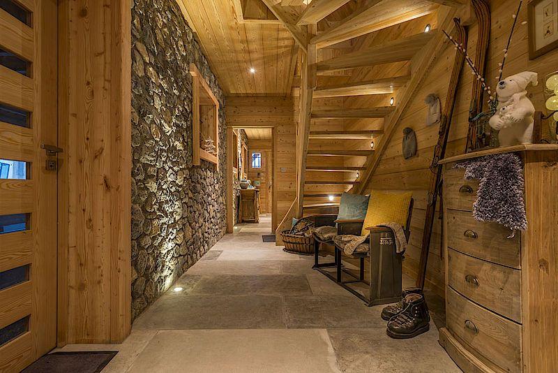 csm_Chalet-Lombard-Vasina-deco-interieur-pierre-et-bois-entree ...