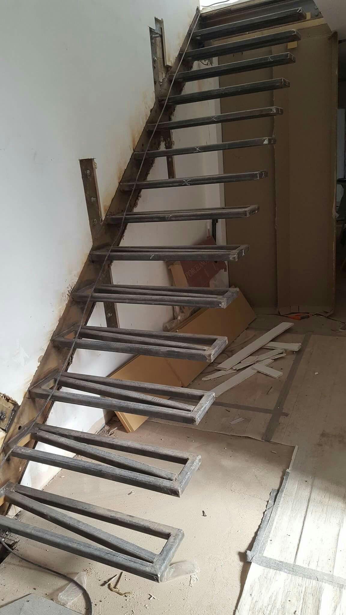 Estructura de escalera escaleras pinterest escalera for Construccion de escaleras de hierro
