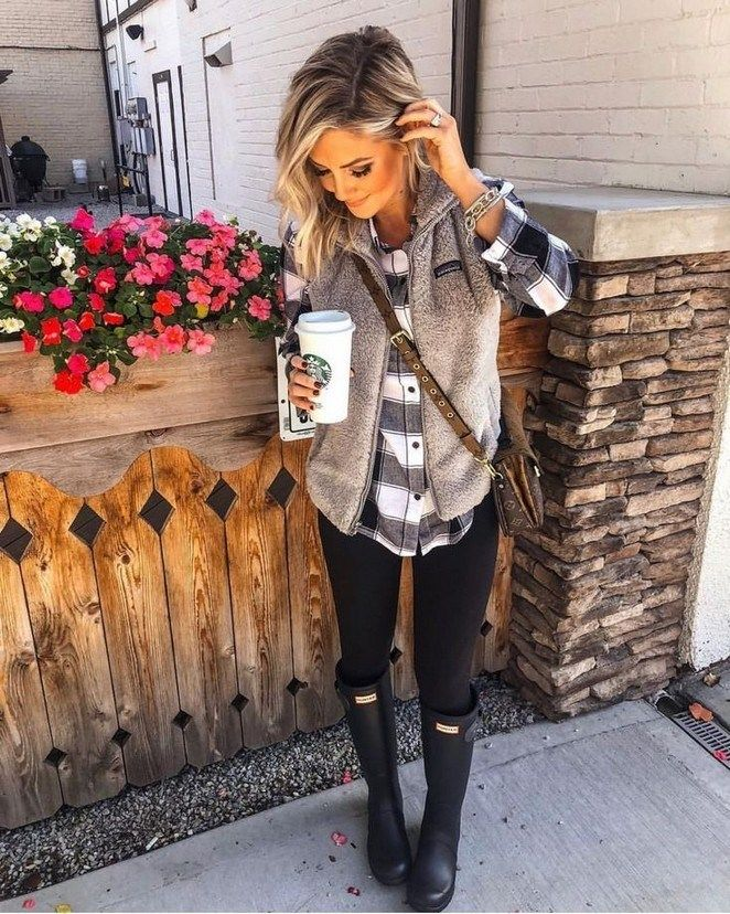 66 Ladies Outfit Trends to Beautify Your Style #ladiesoutfittrends #outfitideasforwomen #outfittrends » Lisamaurodesign.com #falloutfitsformoms