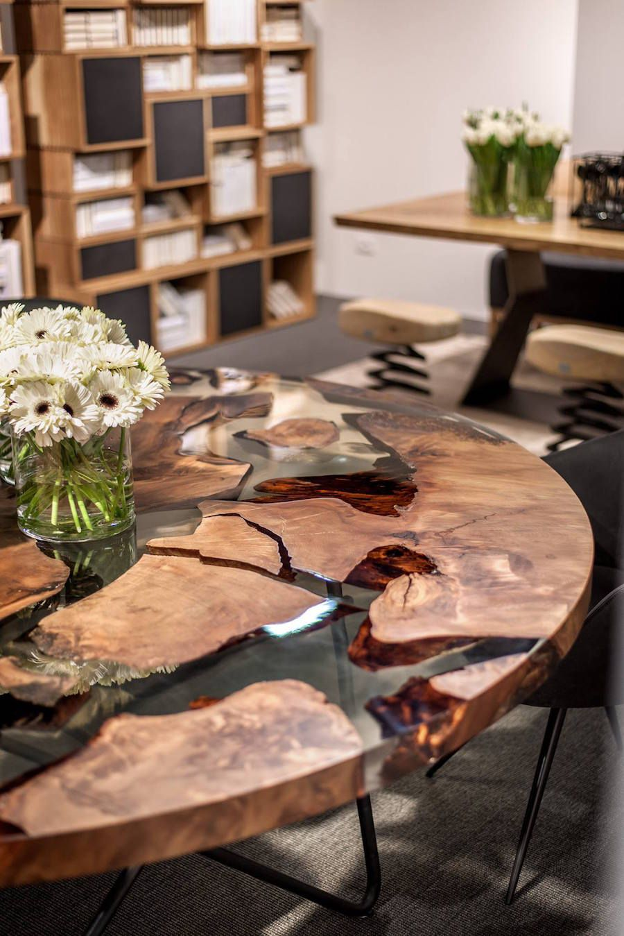 earth table une table en r sine et bois de 50000 ans 2tout2rien design pinterest r sine. Black Bedroom Furniture Sets. Home Design Ideas