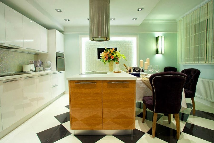 Royal British Atmosphere Experimented in 100Sqm Russian Apartment