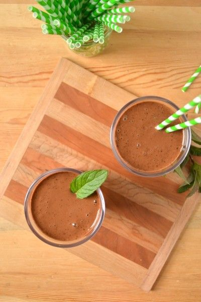 Chocolate Mint Shake - Vegan and No Sugar Added #healthychocolateshakes Not sure about the mint, but sounds like a great idea for a healthy chocolate smoothie! #healthychocolateshakes