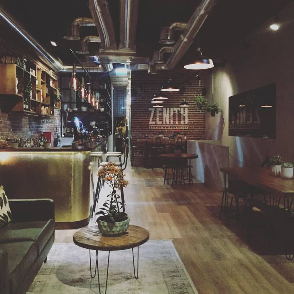 Brunch, Cocktails and Good Times in This Vintage Industrial Coffee Shop !