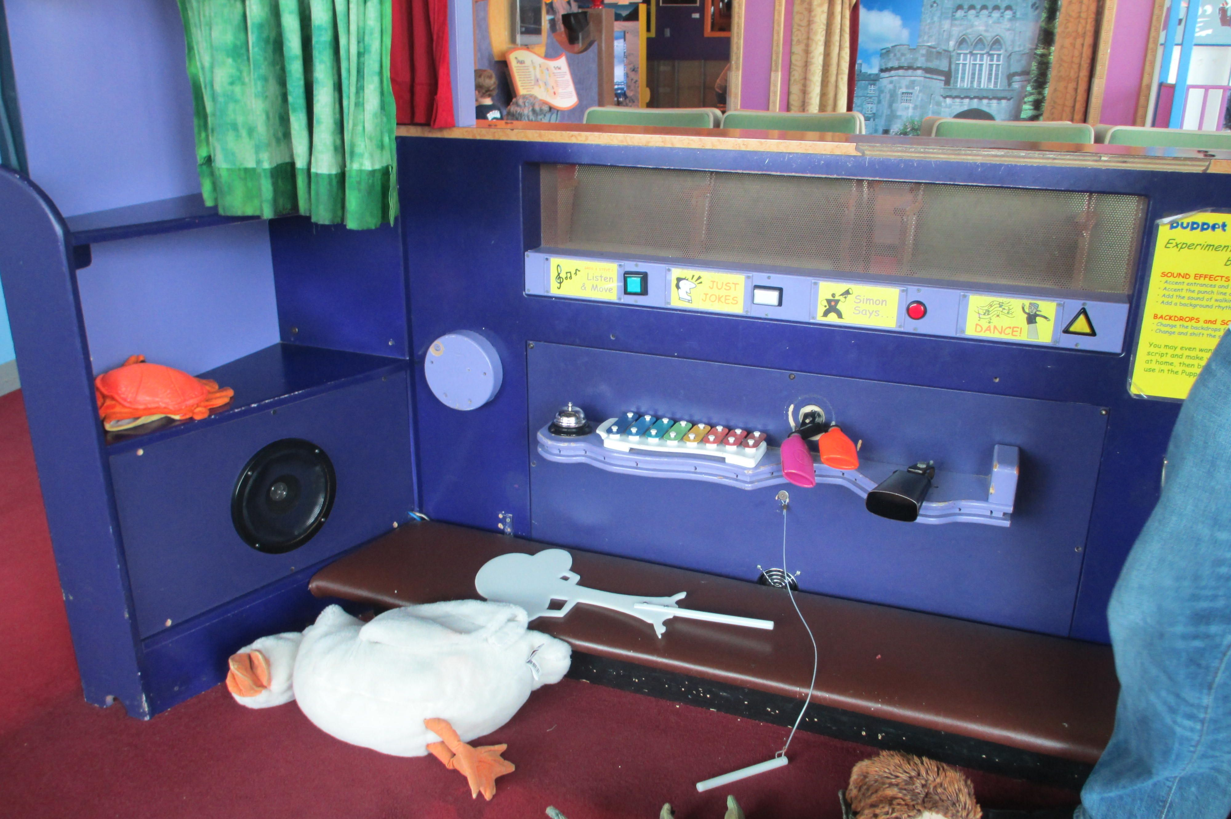 Betty Brinn Children S Museum Puppet Stage Has Sound Effect Tools Mounted On Back This Would Be Great As Somet Puppet Stage Childrens Museum Interactive Play