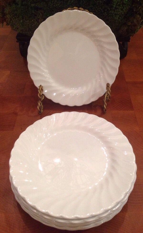 Stunning set of 8 salad, dessert or bread plates. Each ...