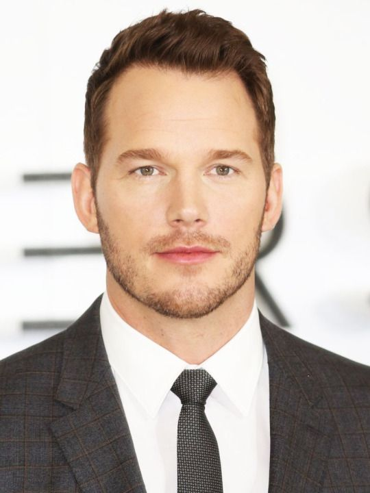 Chris Pratt attends a photocall for their film 'Passengers' at Claridge's Hotel on December 1, 2016 in London, England.