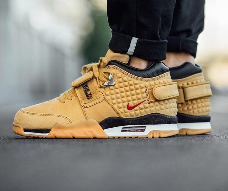 buy popular e0e74 ca704 Nike honours NFL Pro Victor Cruz with this special Air Trainer  Wheat   colourway.