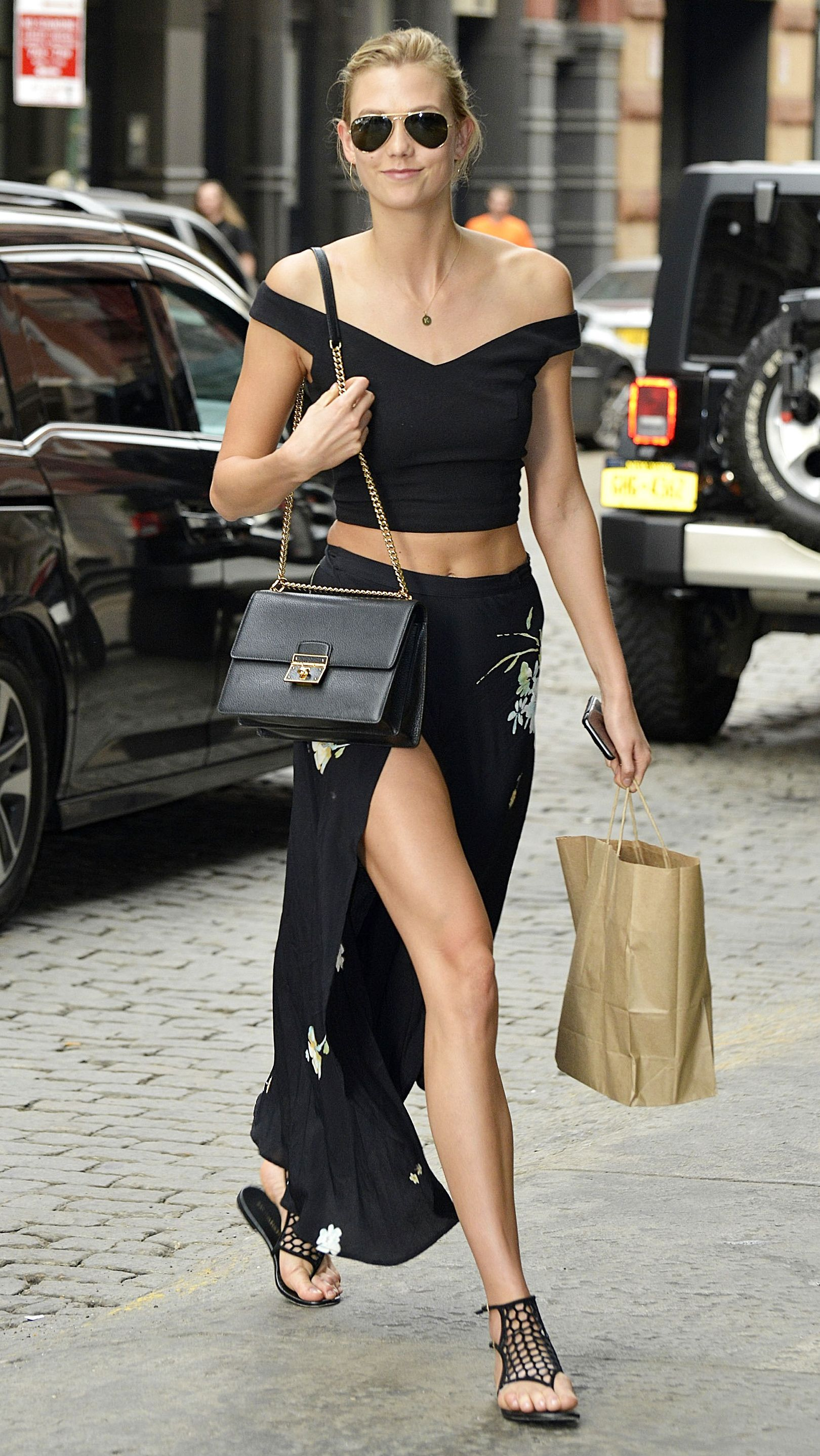Karlie Kloss Shows Us How to Wear All Black in the Summer from  InStyle  Faldas 90aa77099a2e