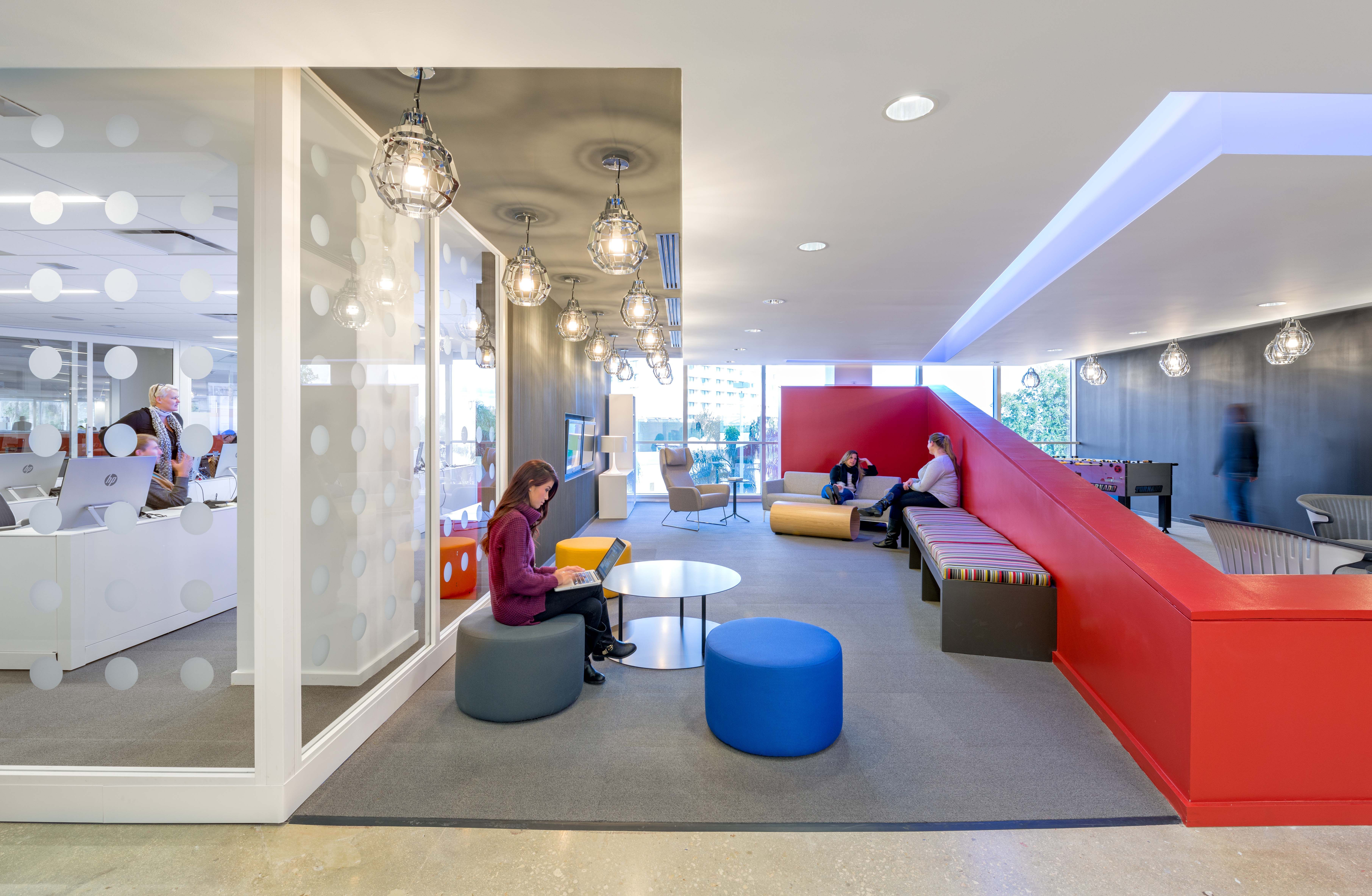 The zlounge and the social media newsroom