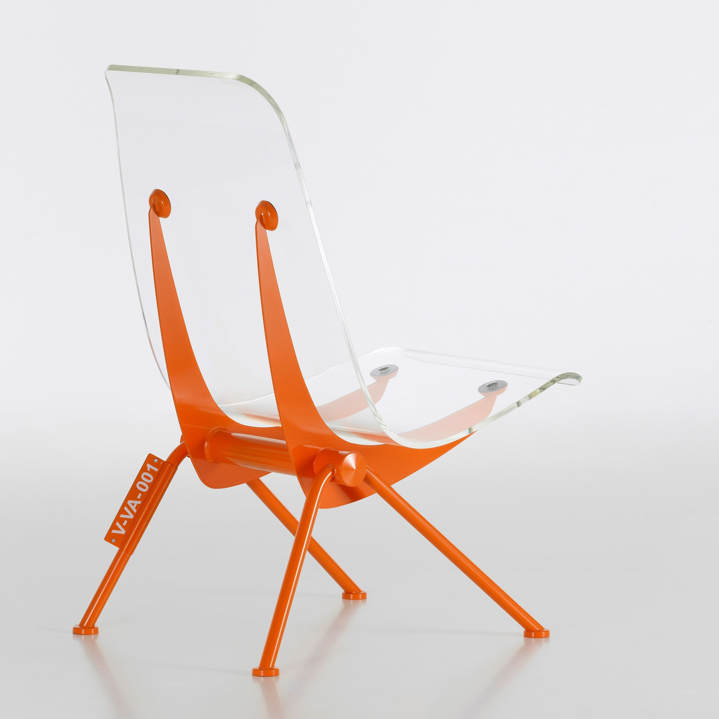 Vitra Design Stoelen.Virgil Abloh And Vitra Design Future Home Featuring Hacked Prouve