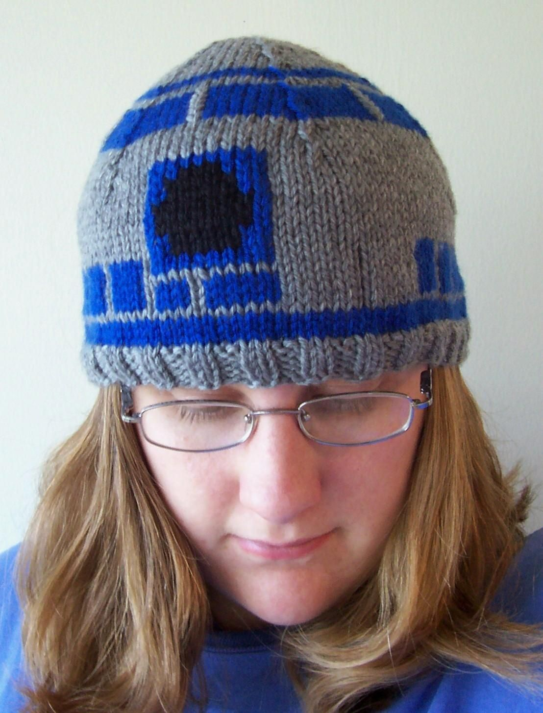 R2D2 Hat • Free tutorial with pictures on how to make a beanie in 4 steps   howto  tutorial 4d4f03699a6