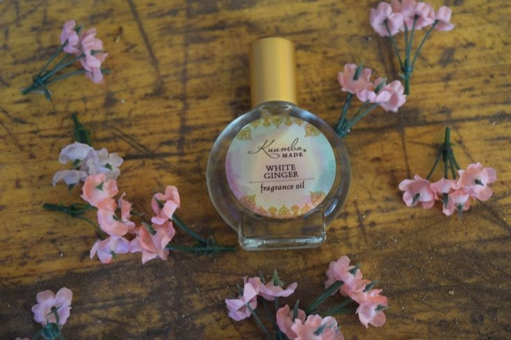 This Slightly Sweet Spicy Scent Of White Ginger Flowers Awakens The Senses This Delicate White Ginger Fragranc Floral Scent Fragrance Fragrance Oil