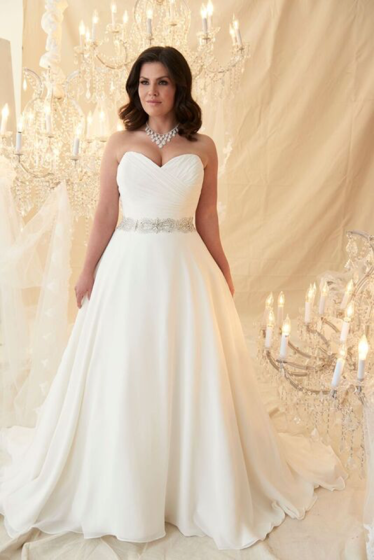 Plus Size wedding dress | Natural waist A line | modified sweetheart ...